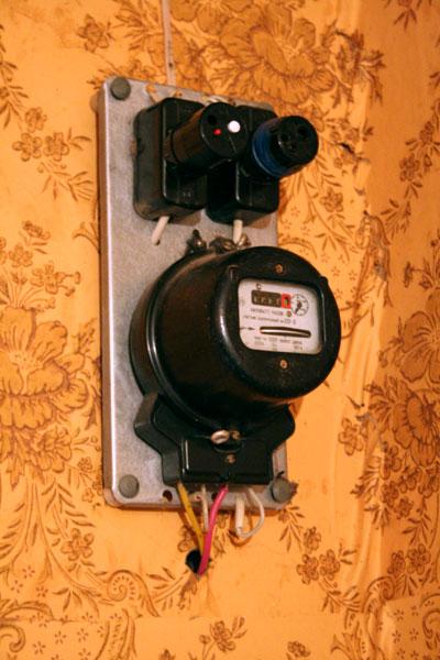 старый электрический счетчик